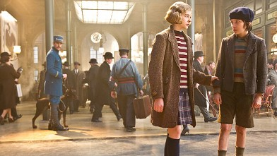 PHOTO: Chloe Grace Moretz plays Isabelle and Asa Butterfield plays Hugo Cabret in &quot;Hugo,&quot; from Paramount Pictures and GK Films.