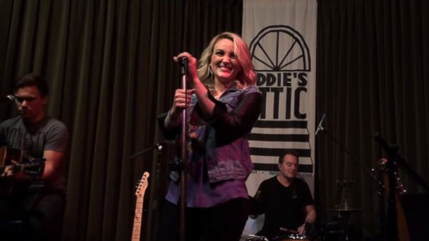 ht jamie lynn spears kb 131211 16x9 608 Video: Jamie Lynn Spears Covers Britneys Oops!... I Did It Again