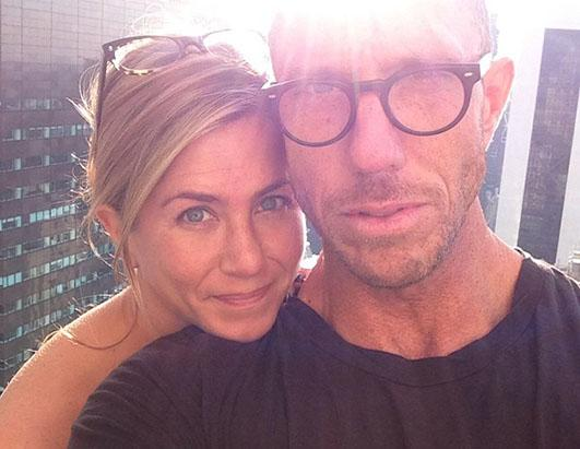 Jennifer Aniston Goes Makeup Free