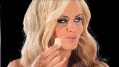 PHOTO: Jenny McCarthy is seen behind the scenes in the making of Carl's Jr.'s new Cranberry Apple Walnut Grilled Chicken Salad commercial.