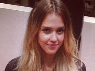 Photos: Jessica Alba Goes Blonde