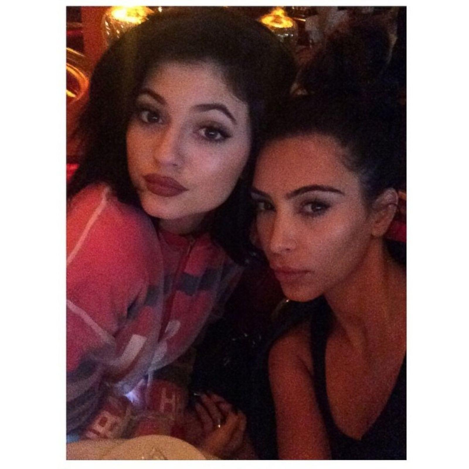 Selfie Bikini Teen Ht_kim_kardashian_kendall_ ...