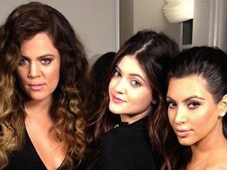 Photos: Kim Kardashian Bonds with Sisters