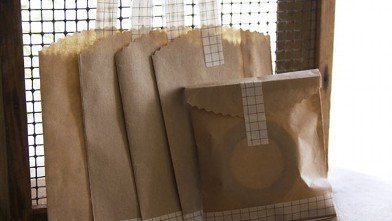 PHOTO: These small brown bags on Etsy are perfect for cookie gift-giving.
