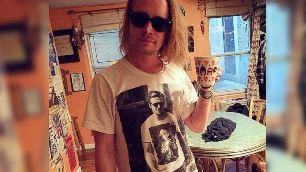 PHOTO: Macaulay Culkin is seen wearing a shirt featuring a picture of Ryan Gosling wearing a a shirt with a picture of Culkin on it in a photo posted to the @cheesedayz Twitter account on May 11, 2014.