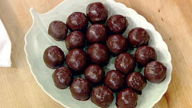 PHOTO: Mayim Bialik's pecan pie truffles