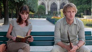 "PHOTO: Carla Bruni (L) and Owen Wilson are seen in this still from the movie ""Midnight in Paris."""