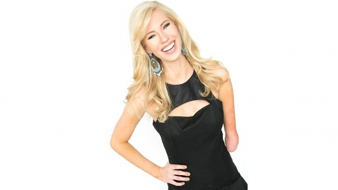 ht miss iowa nt 130611 wblog Nicole Kelly, Born With One Arm, Wins Miss Iowa