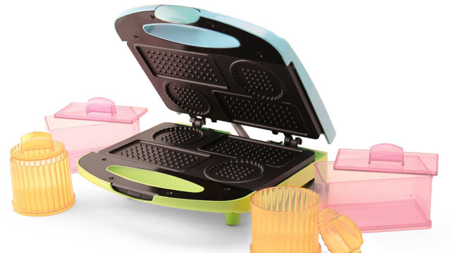 PHOTO: Nostalgia Electrics' ice cream sandwich maker is shown here.