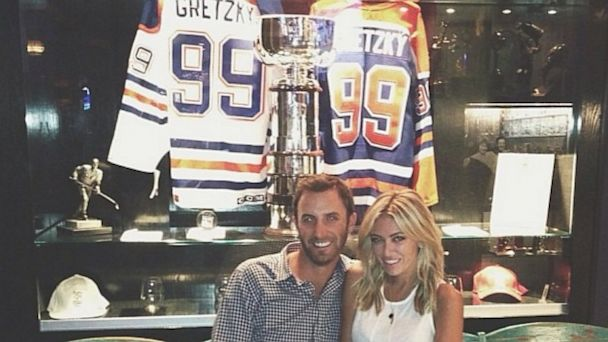 ht paulina gretzky mi 130819 16x9 608 Hockey Legend Gretzkys Daughter Engaged to Golf Great: See The Ring
