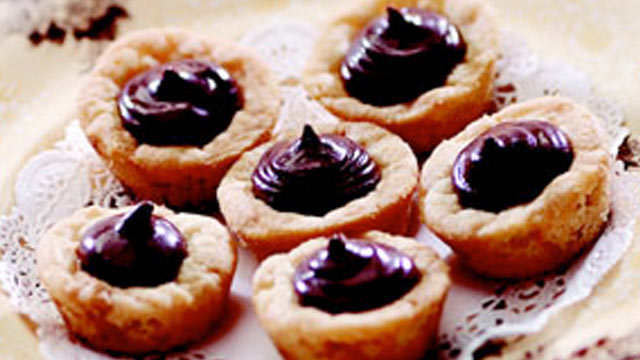 PHOTO: Peanut butter kiss cookies from the kitchen of Sandra Lee are shown.