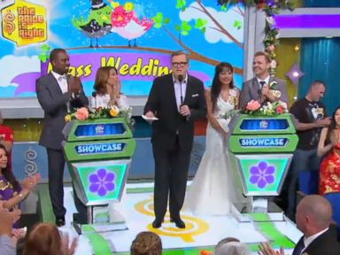 PHOTO: Drew Carey performs a mass wedding as he marries the entire audience on The Price Is Right, April 17, 2015.