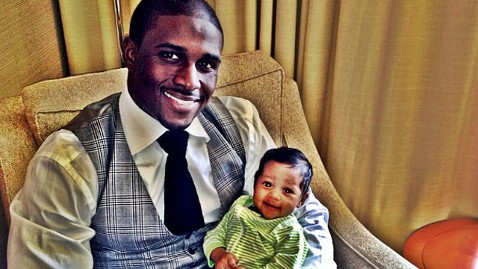 ht reggie bush baby nt 130617 wblog First Look: Reggie Bushs Daughter