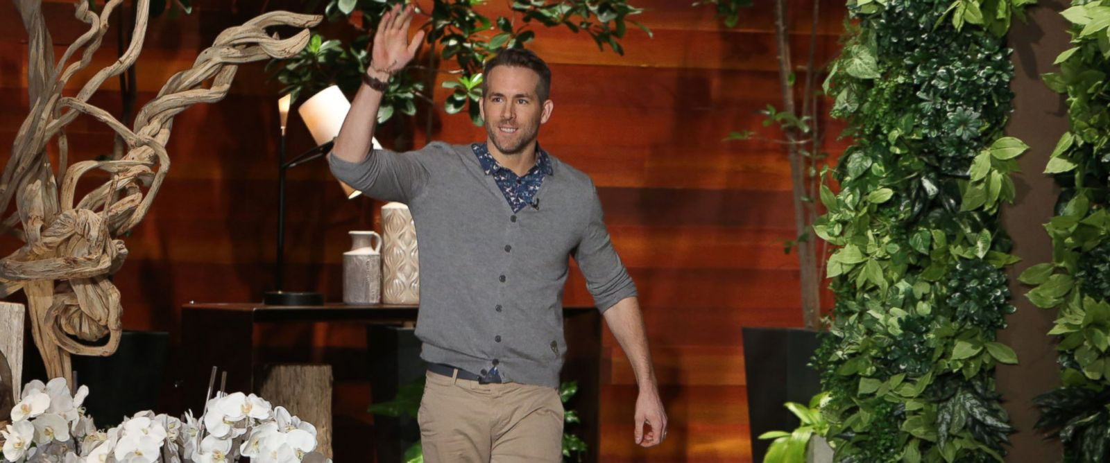 "PHOTO: Ryan Reynolds appears on ""Ellen,"" Feb. 17, 2016."
