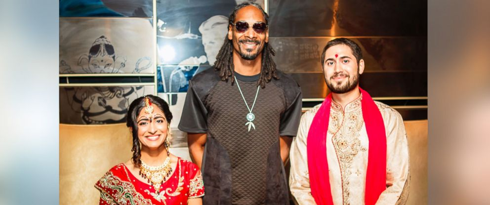 PHOTO: Snoop Dogg showed up unexpectedly at the Chicago wedding of Neesha Ghadiali and Joe Scheller.