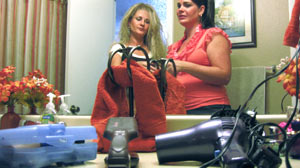 PHOTO Lori Broady is addicted to sleeping with her blow dryer, shown here with her sister Tawni Abplanalp.