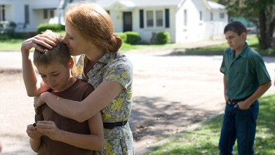 "PHOTO: Laramie Eppler, Jessica Chastain, and Hunter McCracken in ""The Tree of Life."""