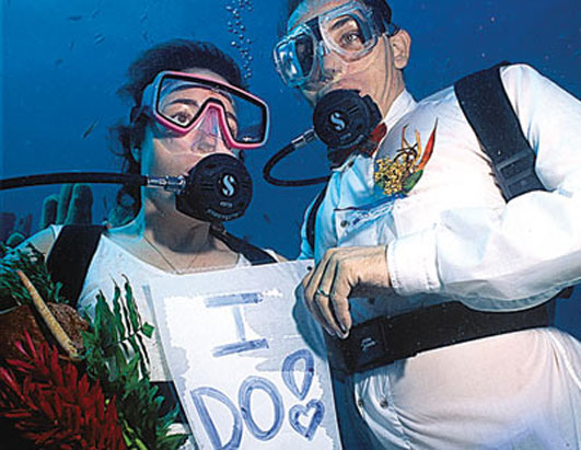 Unusual weddings under water wedding