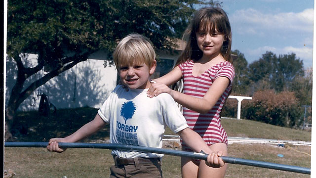 PHOTO: Nik Wallenda poses with his sister Lijana.