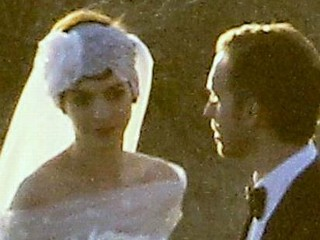 Photos: Anne Hathaway Marries Adam Shulman