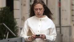 PHOTO: Chelsea Clinton Shows Off Her Bump