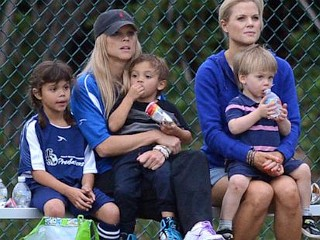 Photos: Tiger's Ex-Wife Coaches Soccer Game
