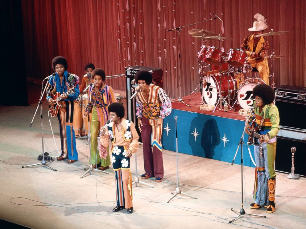 PHOTO: The Jackson 5 perform on stage at the Royal Variety Performance L-R Tito , Marlon, Michael (front) , Jackie and Jermaine Jackson, Nov. 1, 1972, in London.