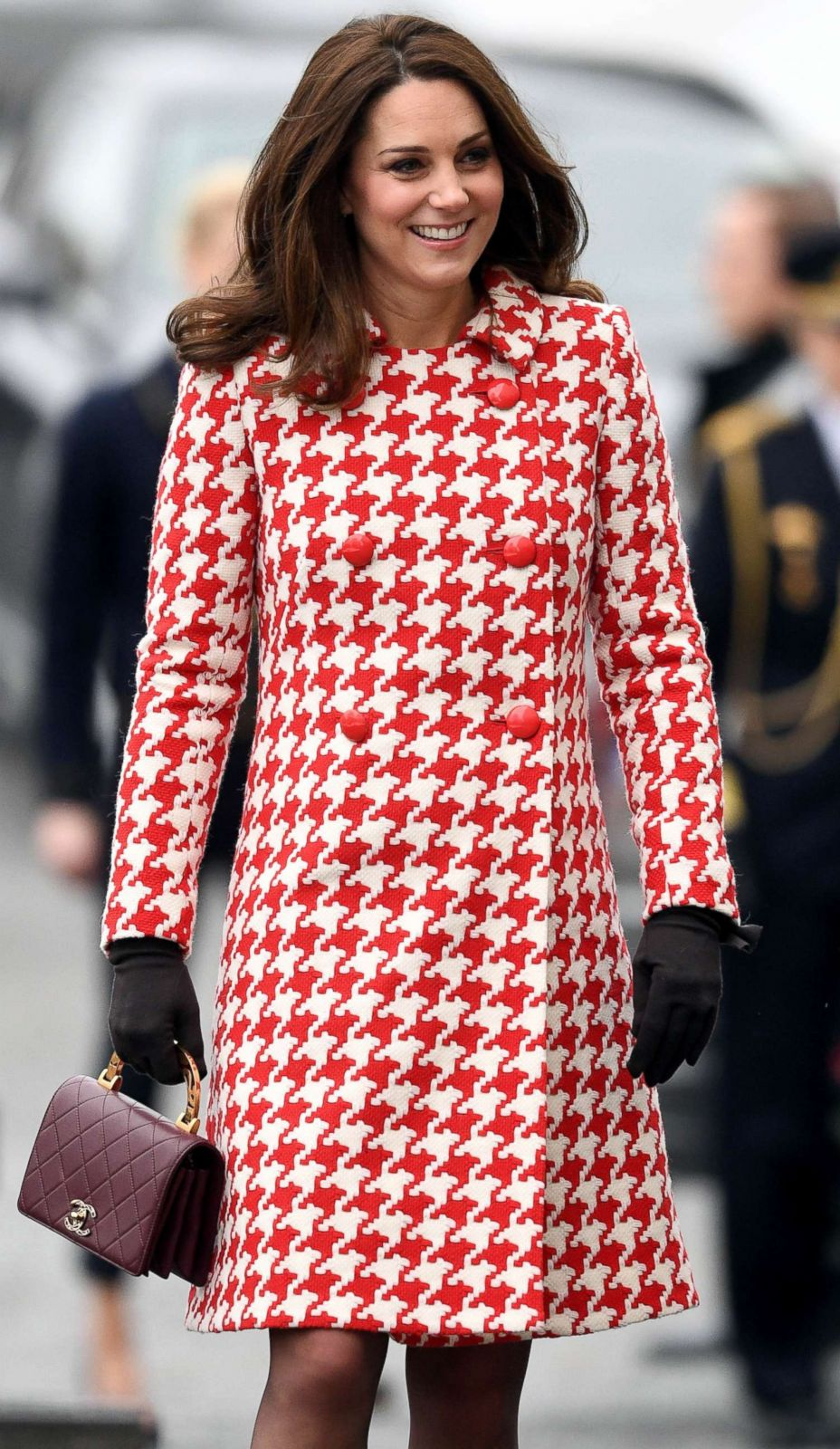 Duchess Kate Steps Out in Hot Pink Picture | The life and times of ...