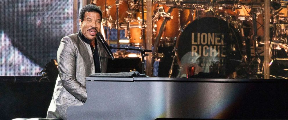 """PHOTO: Lionel Richie during """"All The Hits"""" tour on Aug. 26, 2017, in Chicago, Ill."""