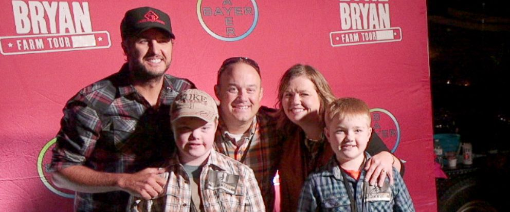 PHOTO: Luke Bryan meets Max Bird, his parents, Jaimi and Paul Bird, and his brother, Mitchell Bird, for the first time.