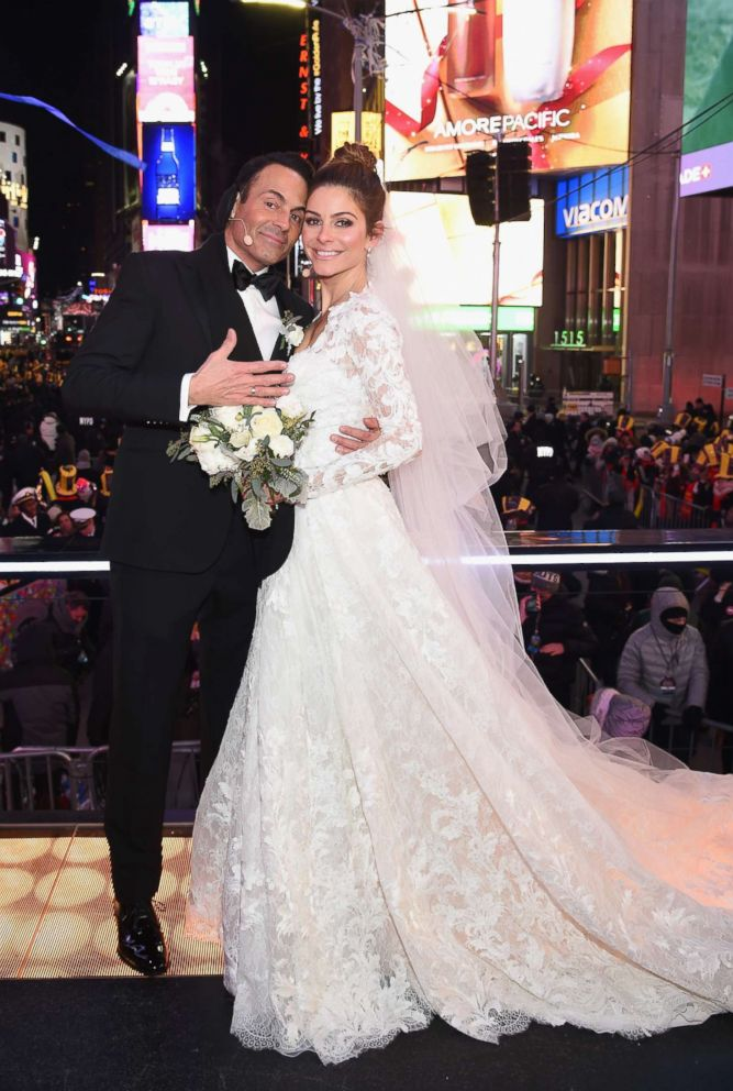 PHOTO: Keven Undergaro and Maria Menounos hold their wedding ceremony during Maria Menounos and Steve Harvey Live from Times Square at Marriott Marquis Times Square on December 31, 2017 in New York City.