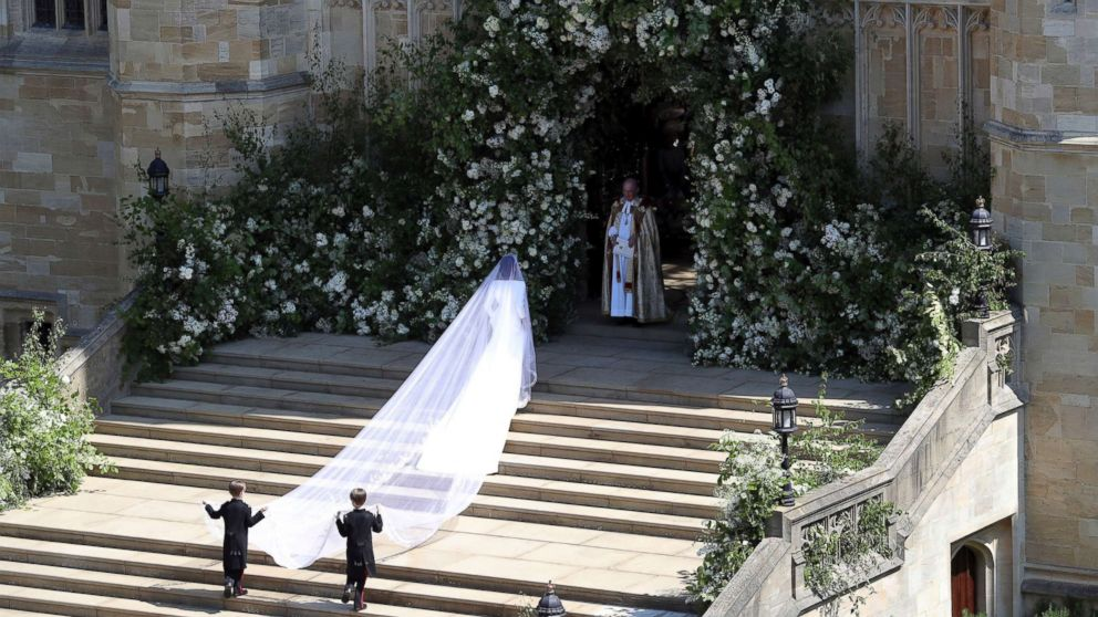 http://a.abcnews.com/images/Entertainment/meghan-arrival-veil-royal-wedding-rt-jef-180519_hpMain_16x9_992.jpg