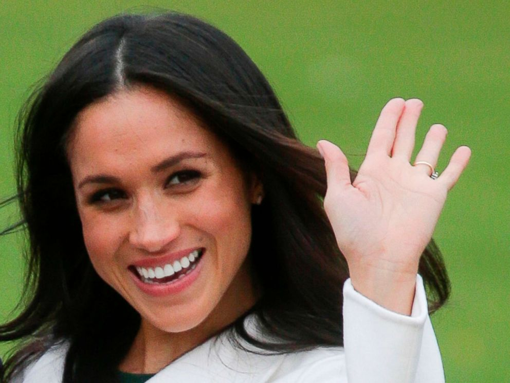 Photo Britains Prince Harrys Fiancee Meghan Markle Poses For A Photograph In The Sunken Garden