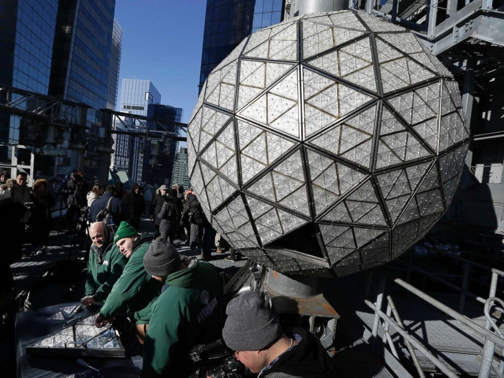 PHOTO: Workers prepare to install the last panels on the New Years Eve ball above Times Square, New York, Dec. 27, 2017.