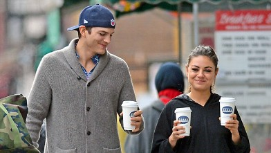 PHOTO: Ashton Kutcher steps out with his girlfriend Mila Kunis as they grab a coffee and a copy of the New York Post, Oct. 8, 2012.