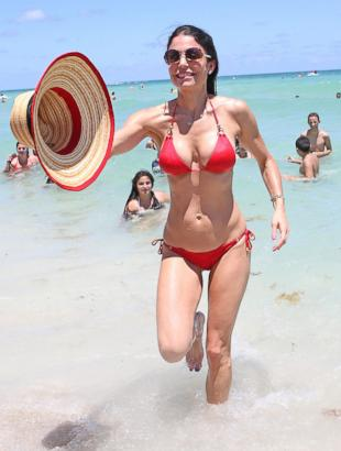 Bethenny Hits the Beach