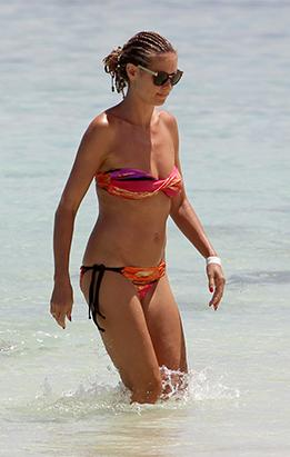Heidi Klum Flaunts Here Body in the Bahamas