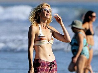 Photos: Laura Dern Soaks Up the Sun