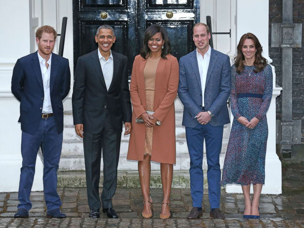 PHOTO: Prince Harry, President Barack Obama, First Lady Michelle Obama, Prince William, Duke of Cambridge and Catherine, Duchess of Cambridge pose as they attend a dinner at Kensington Palace, April 22, 2016, in London.
