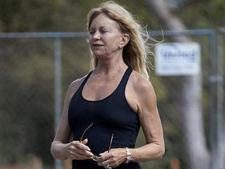 Photos: Goldie Hawn Goes Makeup Free