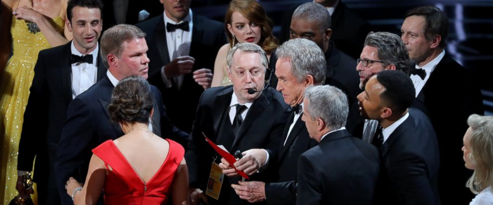 """PHOTO: Warren Beatty holds the card for the Best Picture Oscar awarded to """"Moonlight,"""" after announcing by mistake that """"La La Land"""" was winner, Feb.26, 2017, in Hollywood, Calif."""