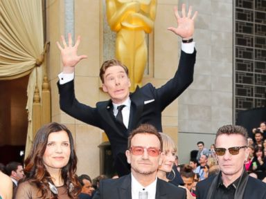 Benedict Cumberbatch Photobombs U2 on Oscars Red Carpet