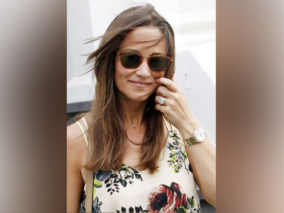 PHOTO: Pippa Middleton shows off her engagement ring in London, July 20, 2016.