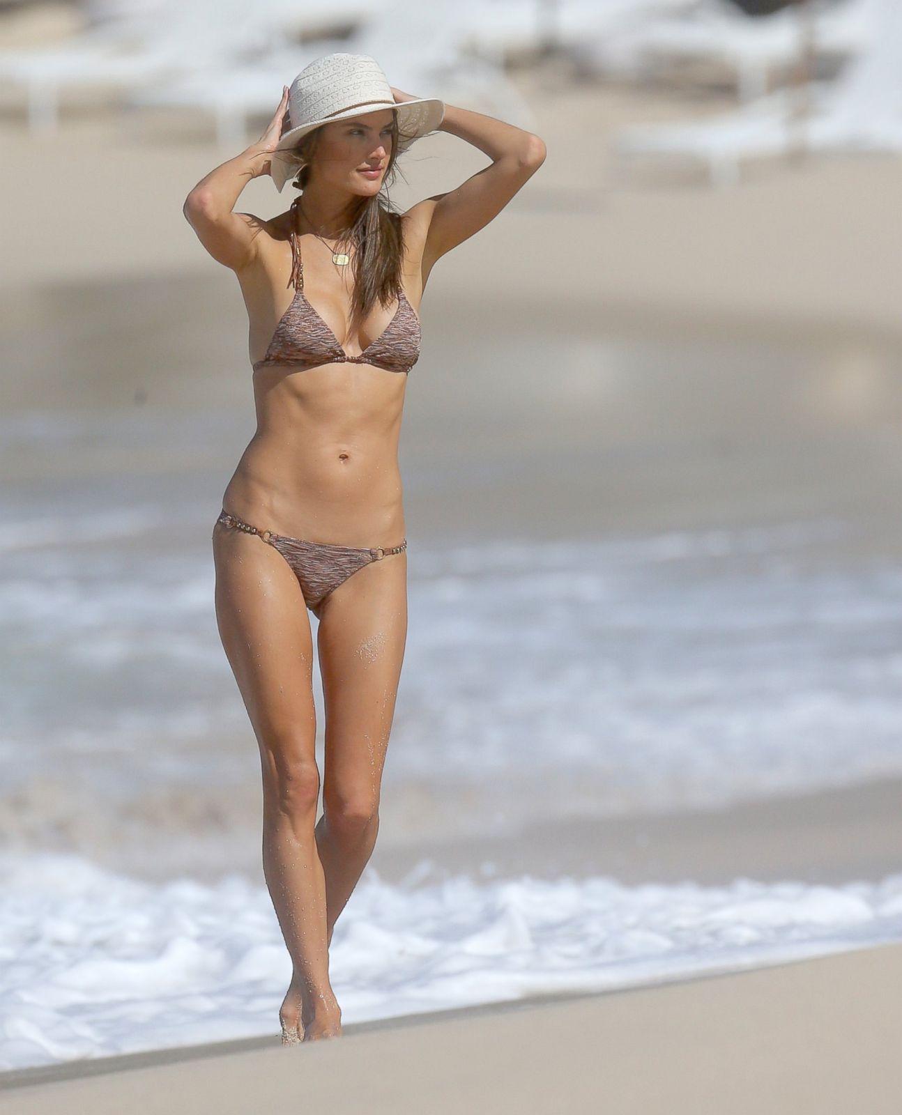 Alessandra Ambrosio Beach Body