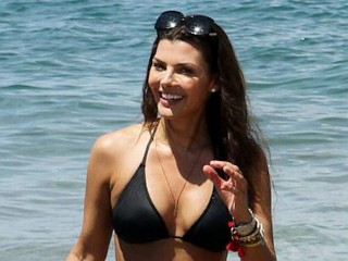 Photos: Ali Landry Enjoys the Maui Sun
