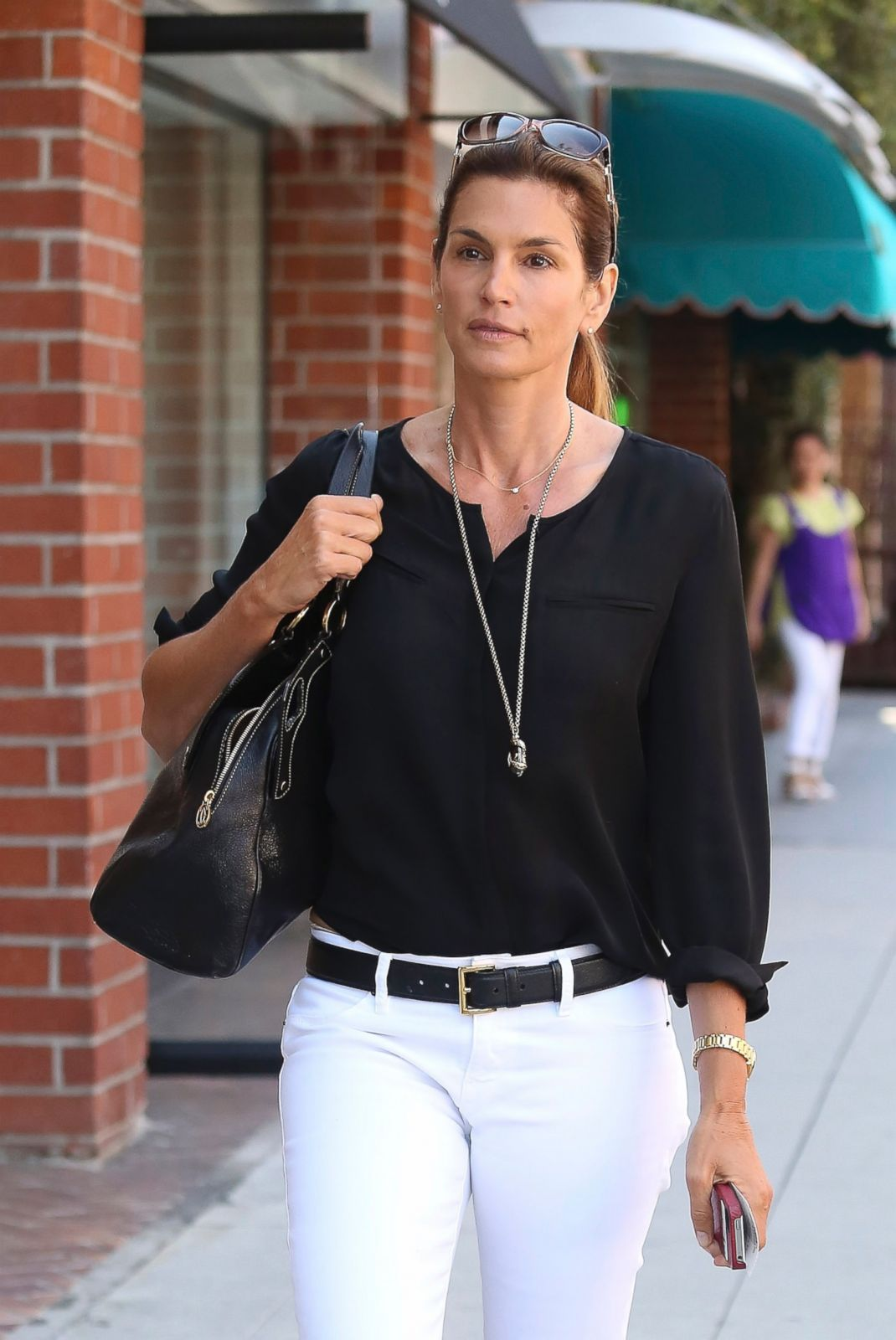Cindy Crawford Goes Make Up Free To Run Errands Picture