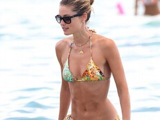 Photos: Victoria's Secret Model Flaunts Her Beach Body