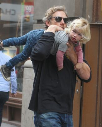 Jessica Simpson's Fiance Gives Maxwell a Lift