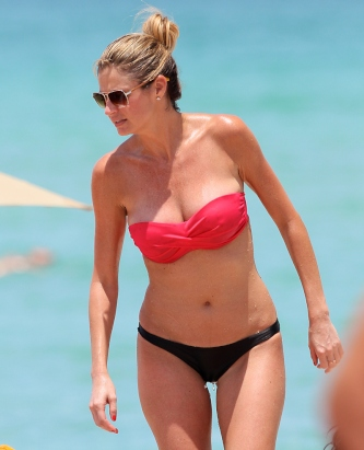 Erin Andrews Shows Cleavage on Beach