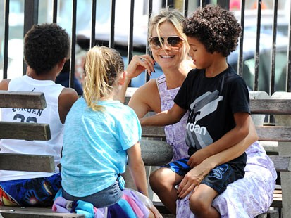 PHOTO: Heidi Klum takes her children to the park, in New York, Aug. 12, 2012.